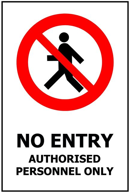 240x340 NO ENTRY Authorised Personnel Only